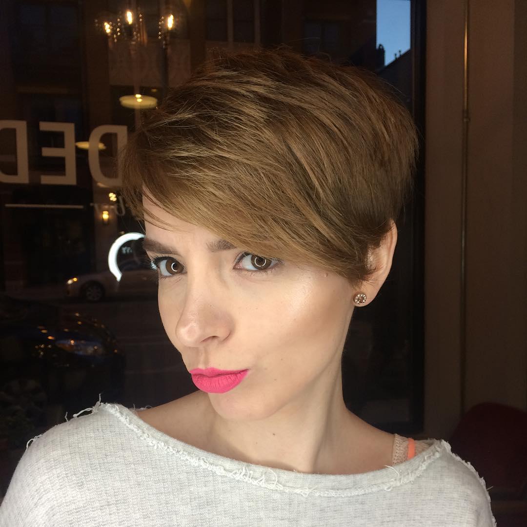 Tunsoarea Pixie Va înfrumuseța întotdeauna Părul Mediu și Scurt 35